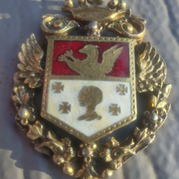 A crest with CORO? - Costume Jewelry