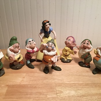 """American Pottery """"Snow White and Seven Dwarfs"""" Set - 1947 - Advertising"""