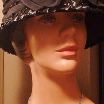 """""""Flower-Pot"""" Hat 1960s?"""