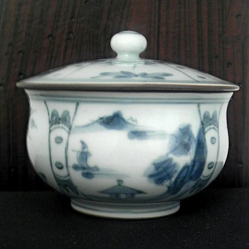 Asian porcelain covered jar - Asian