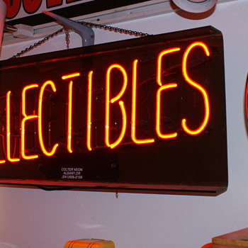 """Collectibles"" neon"