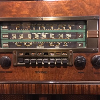 Antique RCA Victor Radio Console