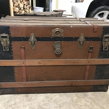 PLEASE HELP IDENTIFY - UNKNOWN TRUNK FIND I WANT TO RESTORE - Furniture