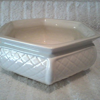 Haeger Hexagon Basket Weave Planter Version #2 / Circa 1970-80's - Pottery
