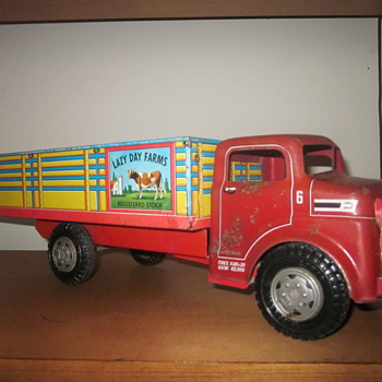 Marx Tin-Litho Lazy Day Farms Truck - Toys