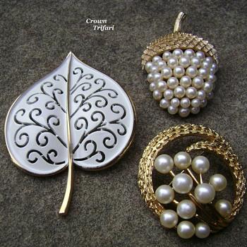 Crown Trifari brooches - Costume Jewelry