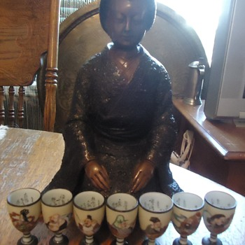 Kutani sake cups of 7 Lucky Gods and bronze Geisha - Asian