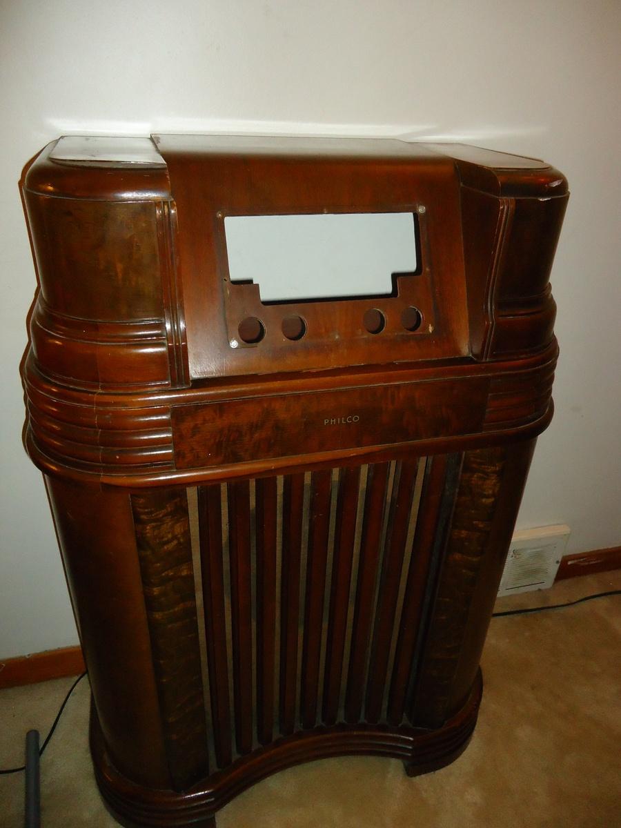 1942 Philco Radio