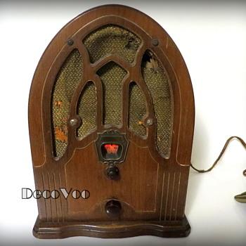 1930's Cathedral Tube Radio - Radios