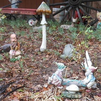 Gnomes of the Toadstool Forest and the Fractured Frog - Figurines