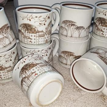 Set of 10 Brown Scene Cups