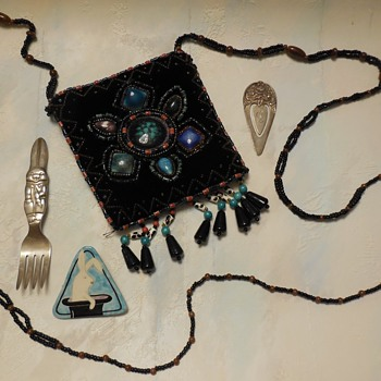 A Closer Look for Watchseacher At Purse and Bunny Fork . . . From Jewelry Finds And More :^D - Bags
