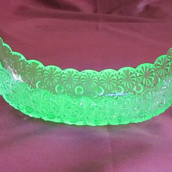 Vaseline relish boat, Button's and Bow's - Glassware
