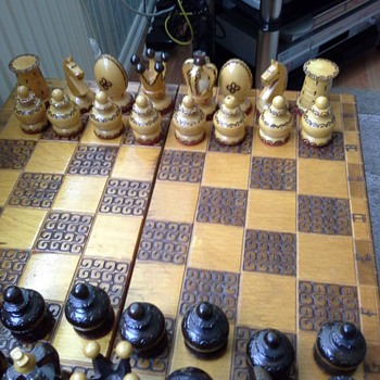 Mum's unidentified chess set.