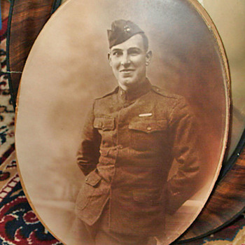 Oval framed Soldier beautiful - Photographs