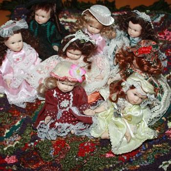 MINIATURE DOLLS & RUG - Dolls
