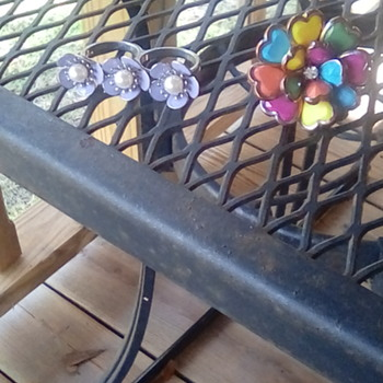 A pair of unusual rings - Costume Jewelry