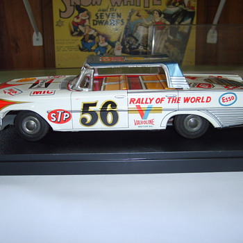 61 FORD FRICTION TIN CAR  - Model Cars