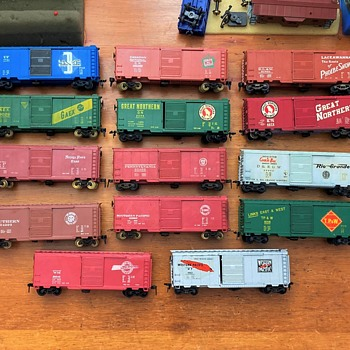 HObbyline Box cars from 1953 to 1957 with 3 of the 1957 kit car added.  - Model Trains