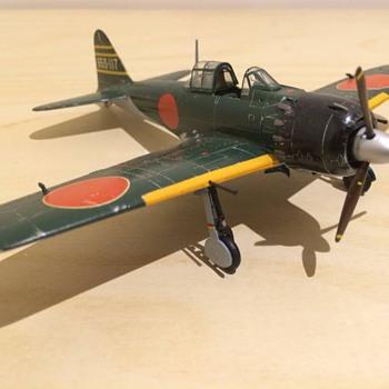 1/72 Scale Mitsubishi A6M5 Zero - Toys