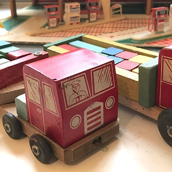 Mystery vintage wooden toy trucks - Model Cars