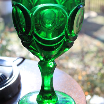 EMERALD GREEN WATER GOBLET ANTIQUE ? VINTAGE ? PRESSED GLASS - Glassware