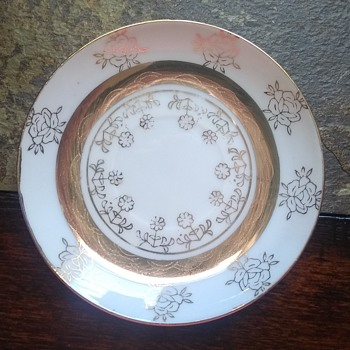 Does anyone know who the maker is? - China and Dinnerware