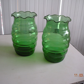 """Anchor Hocking forest green crimped vase 7"""" tall made 1940s-1960s"""