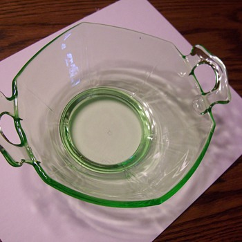 DEPRESSION GLASS??  NEED INFO