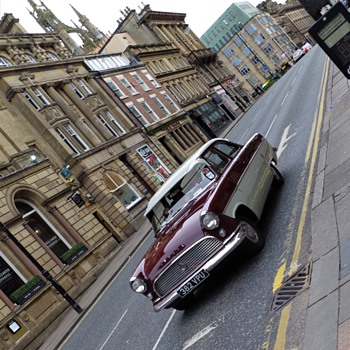 down town mosely street newcastle upon tyne classic car and the streets are deserted blue xxxxxxxxxxx 18th march 2020 year - Classic Cars