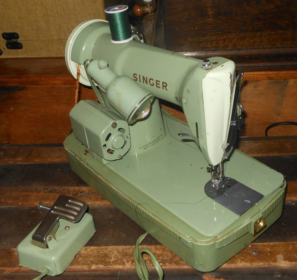 Green Singer Sewing Machine Model Rfj8 8 1950s Portable
