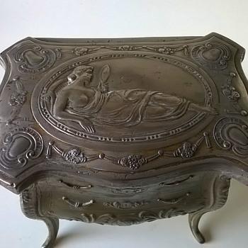 Antique Janco Art Nouveau Dresser Design Trinket Box Flea Market Find $5.00