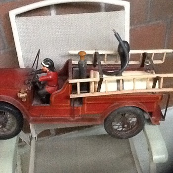 Vintage large wood and steel fire truck (1930's ?) - Toys