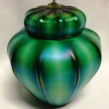 Rare Durand Green Hard Ribbed Ginger Jar c.1925. - Art Glass