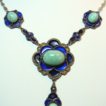 Deco Enamel and Sepentine Festoon Necklace - Fine Jewelry