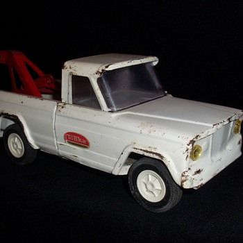 Tonka Jeep Wrecker 1960 + ? - Model Cars