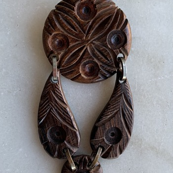50's-60's carved brooch - Costume Jewelry