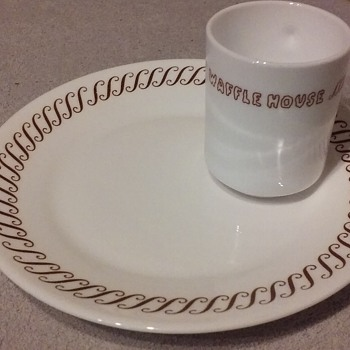 WAFFLE HOUSE restaurant dinner plate - China and Dinnerware