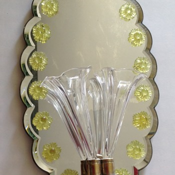 Victorian wall mirror sconce with epergne trumpets & uranium flowers - Art Glass