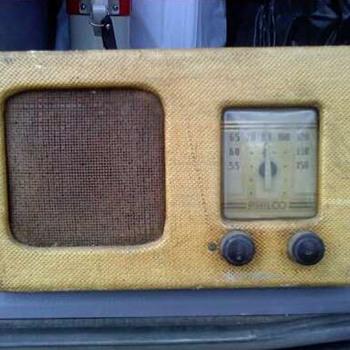 Philco Battery Powered TH-4 Radio - Radios