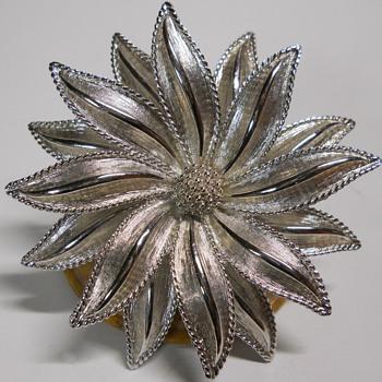 D'Orlan Flower Brooch, Canadien Jeweler 1960-70 - Costume Jewelry