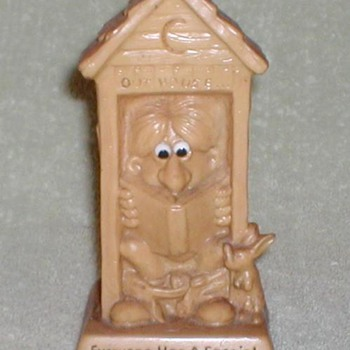 """1971 - Russ Berries """"Outhouse"""" Figurine - Figurines"""