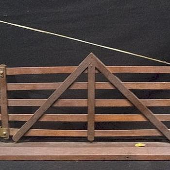 RICHARDSON'S SALESMAN SAMPLE GATE - Advertising