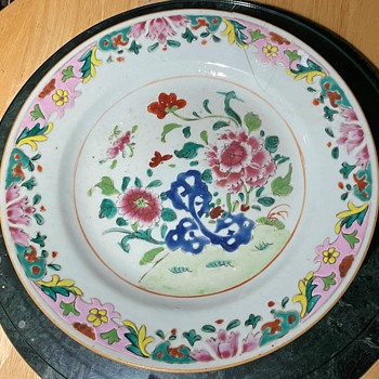 Another Qianlong Pre-Bencharong Plate - in need of an operation... - Asian