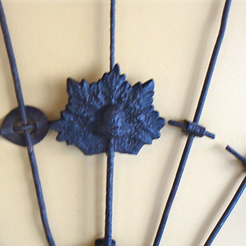LEAF WITH ACORN FENCE STAY