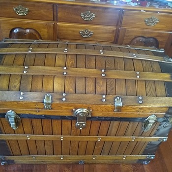 Who made this trunk? - Furniture