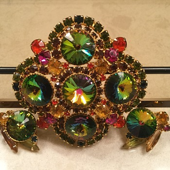 D & E RIVOLI BROOCH - Costume Jewelry