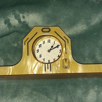 Bakelite clock - Clocks