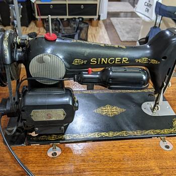 Old Singer Sewing machine  - Sewing