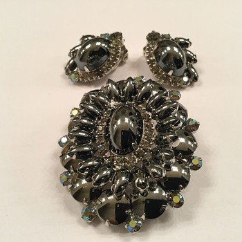 D & E HEMATITE SET - Costume Jewelry